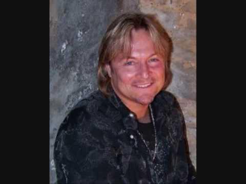 Gary Pratt    Sings