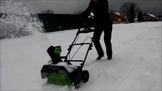 Как легко почистить снег видео