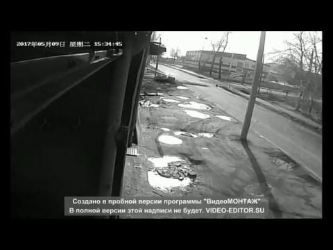 В Хабаровском крае автомобиль разорвало пополам от удара в столб