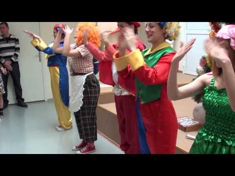 """Весёлая детская песенка-танцевалка """"Ёлочки-пенёчки"""" на новогоднем утреннике"""