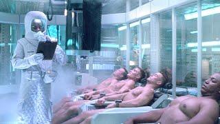 科学家收集士兵的尸体,将他们改造成人机战士,结果却失控了!