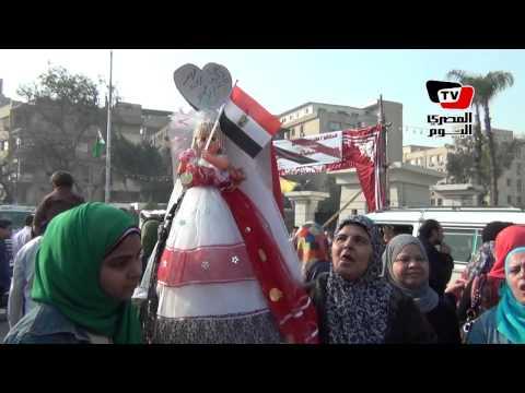 احتفالات و «دي جي» أمام محافظة الجيزة في ٢٥ يناير