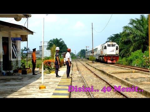 40 Menit Hunting Kereta Api di Stasiun Rampah