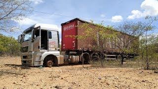 Caminhão roubado em Custódia é abandonado às margens da PE-280