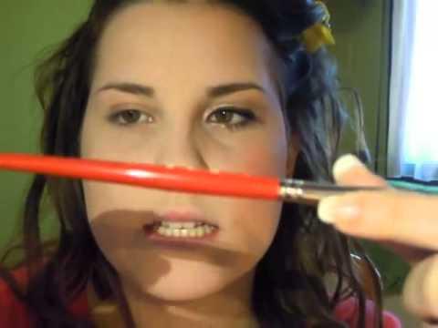 Mezzi per eliminazione di macchie scure su una faccia