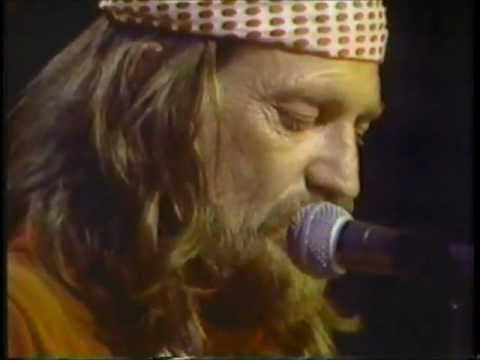 Willie Nelson - Funny How Time Slips Away, Night Life (Live)