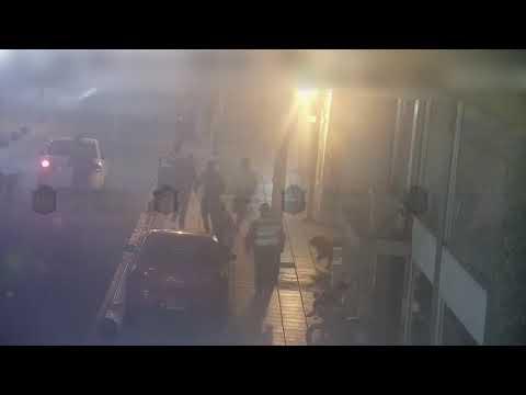 Video: Una mujer lesionada por una pelea en pleno centro de la ciudad