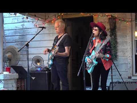 "Rosie Flores: ""Simple Case Of The Blues"" @ Fond Object, East Nashville (9/13/2018) - BrianMillerConcerts"