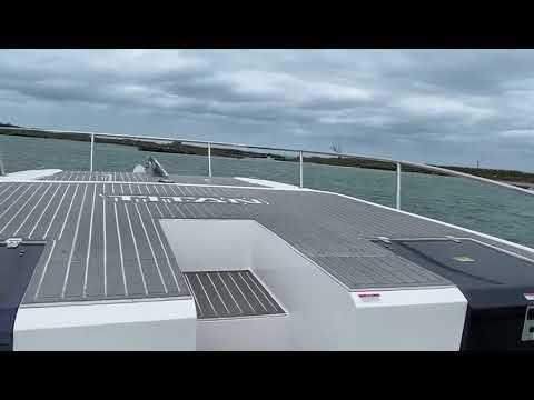 Catamarã TITAN.