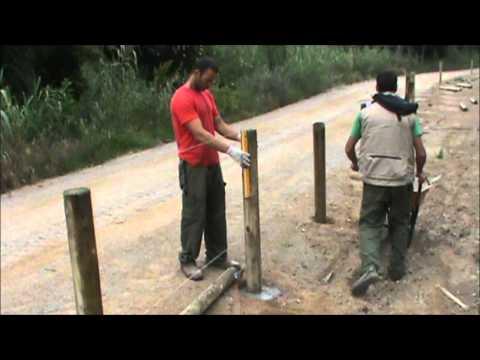 Valla tejana de madera tratada con pletinas metálicas