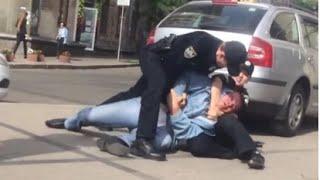 Полицейский избил беззащитного бомжа