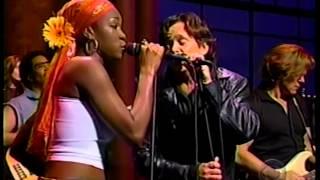 "John Mellencamp & India Arie - ""Peaceful World"" - Late Night TV 2001"