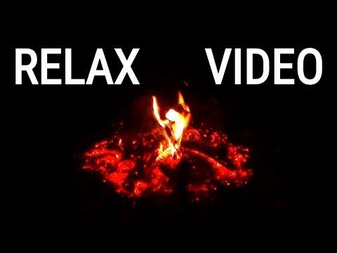 Видео для релакса: тлеющие угли догоревшего костра и звуки сверчков тёмным вечером