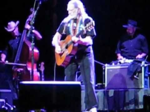 Willie Nelson Orpheum Theater Sioux City, IA
