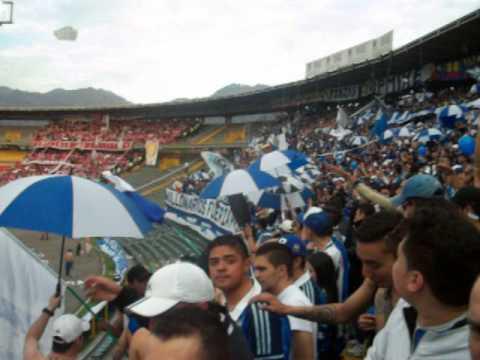 """Blue Rain. Millonarios vs hijo bobo."" Barra: Blue Rain • Club: Millonarios"