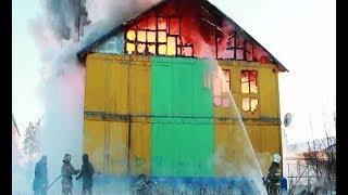 По традиции, всем миром. Погорельцам поселка Пурпе помогают власти и волонтеры