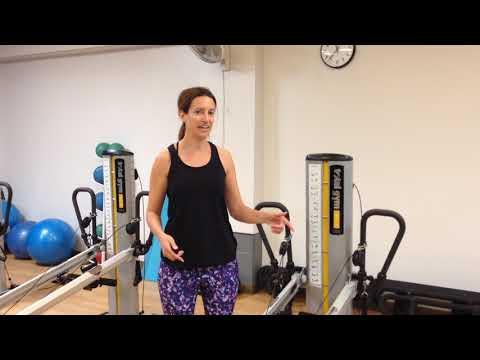 Esercizi a mano destra scoliosis di reparto di petto di una spina dorsale