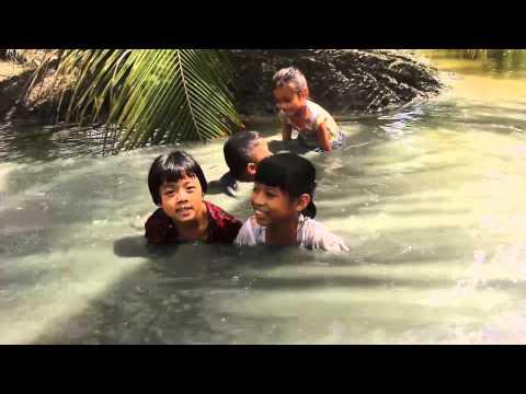 เด็กเล่นน้ำ [0:47x720p]