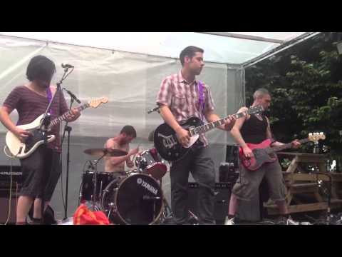 "GiRL SPiT - ""Happiness"" live at tramlines 2013"