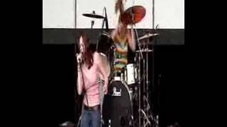 The Donnas - It's On The Rocks (V Festival 2002)