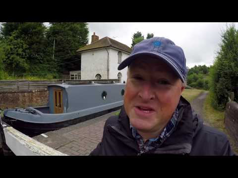 How to Navigate a Canal Lock & Having Water Problems - 16