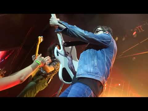 Weezer - Pink Triangle Live in The Woodlands / Houston, Texas