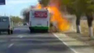 Смотреть онлайн В Волгограде взорвался троллейбус. Трупы на асфальте