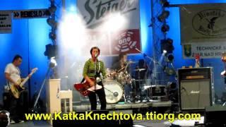 preview picture of video 'Katka Knechtová Vo svetle žiariacich hviezd 2009 (City fest Žiar nad Hronom)'