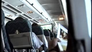 preview picture of video 'En el AVION A CANCUN , airplane cabin'