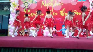 Bé chúc xuân - Hs trường tiểu học Nguyễn Huệ Q1