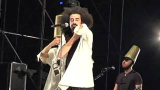preview picture of video 'TG 31.07.12 Caparezza fa ballare 20.000 persone a Giovinazzo'
