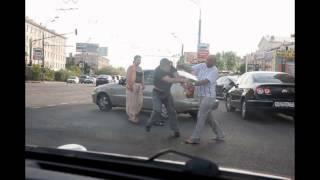 Москвичи избили водителя BMW, перегородившего дорогу скорой помощи