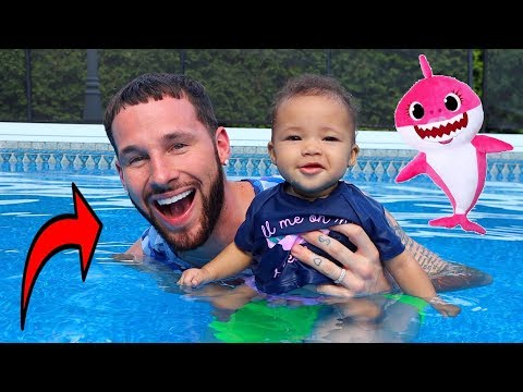 Daddy Teaches Baby Shark How to Swim!