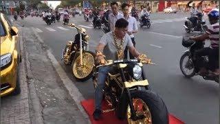 """Đại gia vàng đeo trĩu cổ """"đại náo"""" đường phố Sài Gòn cùng 3 siêu xe dát vàng trị giá nhiều tỷ đồng"""
