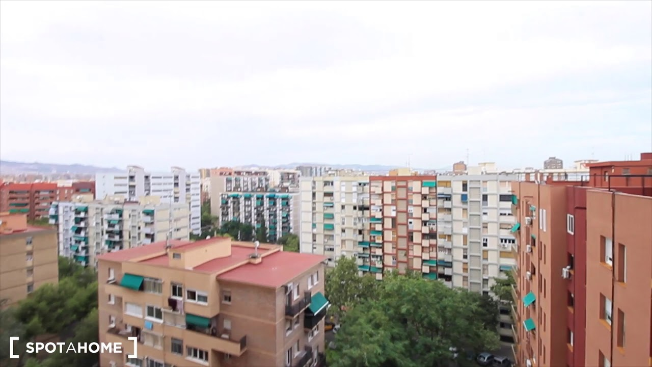 Rooms for rent in furnished 2-bedroom apartment in Sant Marti