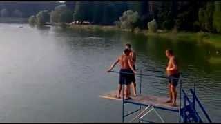 Прыжок в воду. Прикол жесть!