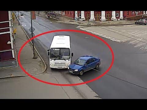 Столкнулись на пустой дороге автобус и Renault Logan