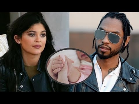 Kylie Jenner Baby Drama: Travis Scott Reportedly Begging Kylie To Keep Stormi Off 'KUWTK' - Why?!!!