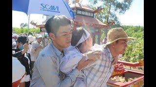 Dù ngâ''t lịm cô dâu Lê Yên vẫn muốn được theo chân chồ g tận nơi an nghỉ