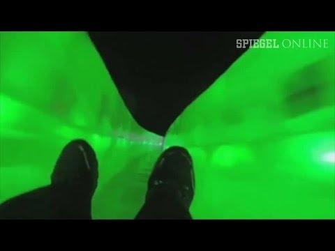 Eisfestival in China: Riesenrodelbahn in Neonfarben