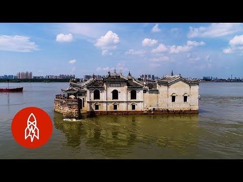 The 700 Year Old Chinese Building Sitting in the Middle of a River