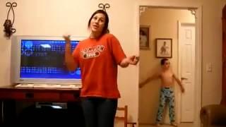 Пацан клево танцует, а девка стремно-)))