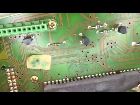 Kein Kontaktspray auf empfindliche Elektronik wie Kombiinstrumente Tachos usw. sprühen!!!