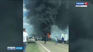 «Волга» и грузовик «Даймлер» столкнулись на трассе в Шипуново
