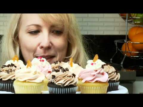 Collapsible Cupcake and Cake Carrier - Progressive Kitchen Gadgets Demo