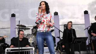 LISA MCHUGH LIVE AT HOLYCROSS 01