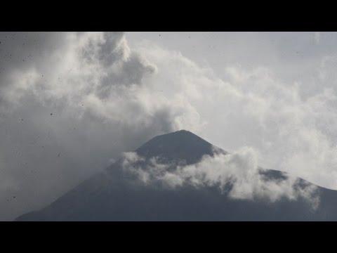 Video: Volcán de Fuego vuelve a poner en vilo a Guatemala