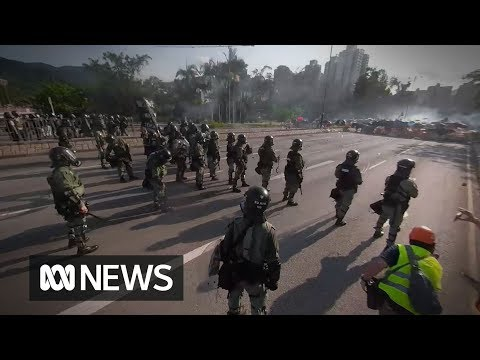 360° video: Between police and the protesters in Tai Po, Hong Kong   ABC News