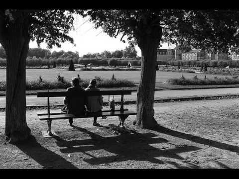 Les bancs publics spk frnch - Les amoureux des bancs publics paroles ...