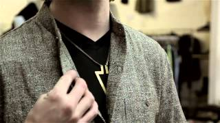 Wearing A Button-Up Shirt With A Necklace For Men : Solutions For Clothing Questions